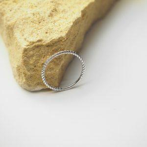 18ct white gold twist ring