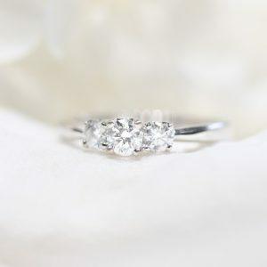 18ct white gold round three stone diamond ring