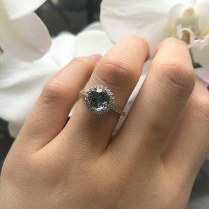 18ct white gold 1.41ct round aquamarine & diamond ring