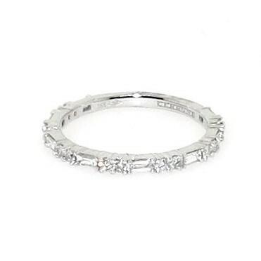 18ct white gold round brilliant cut diamond & baguette ring