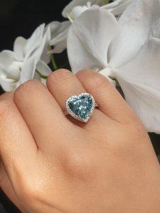 18ct white gold 5.20ct heart shaped aquamarine and diamond ring