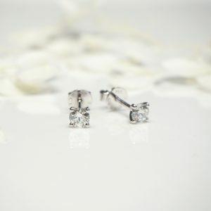 18ct white gold 2=0.60ct round diamond stud earrings