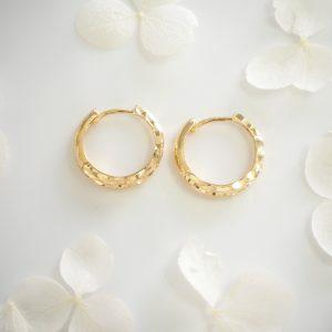 18ct yellow gold diamond cut textile hoop earrings