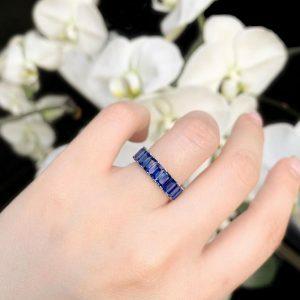 18ct white gold emerald cut sapphire ring